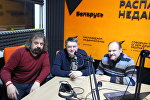 Ведущие радио Sputnik Беларусь Вячеслав Шарапов и Александр Кривошеев и политолог Сергей Палагин