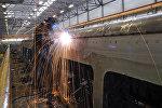 Рабочий на вагоноремонтном заводе