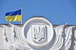 Флаг Украины на здании Верховной рады в Киеве, архивное фото