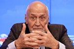 Телеведущий Николай Дроздов