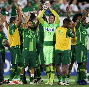 Игроки футбольной команды Шапекоэнсе (Бразилия)