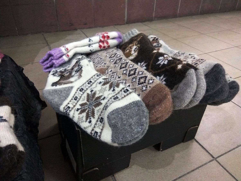 Продавцы признаются, что носки давно уже не вяжут - везут из России