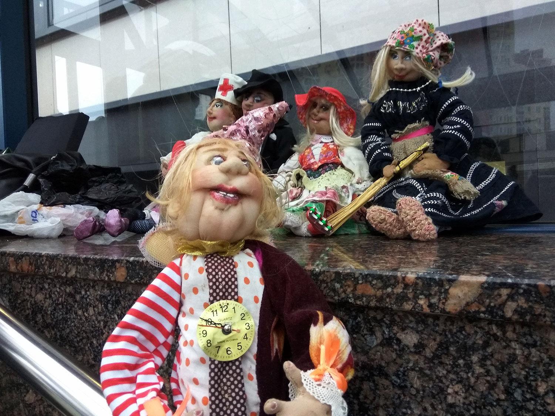 Хенд-мейд куклы из перехода на станции Каменная горка