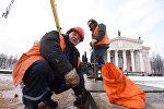 Конструкцию из металла высотой 32 метра собирают рабочие предприятия ГорСАП