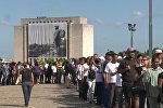 Тысячи кубинцев выстроились в очередь для прощания с Фиделем Кастро в Гаване