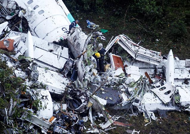 Останки самолета, разбившегося в Колумбии