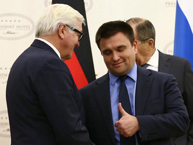 Министры иностранных дел ФРГ и Украины Франк-Вальтер Штайнмайер и Павел Климкин