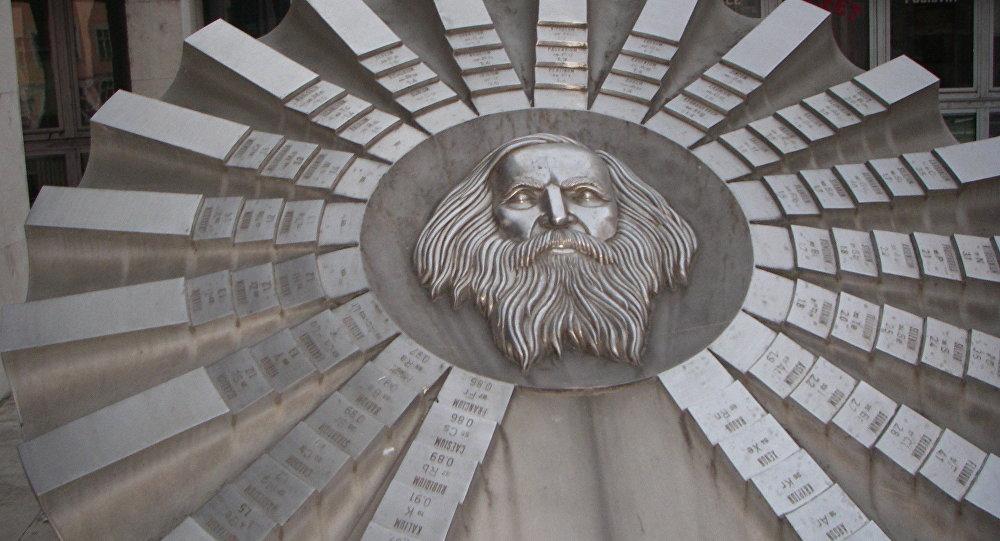 Памятник Д. Менделееву