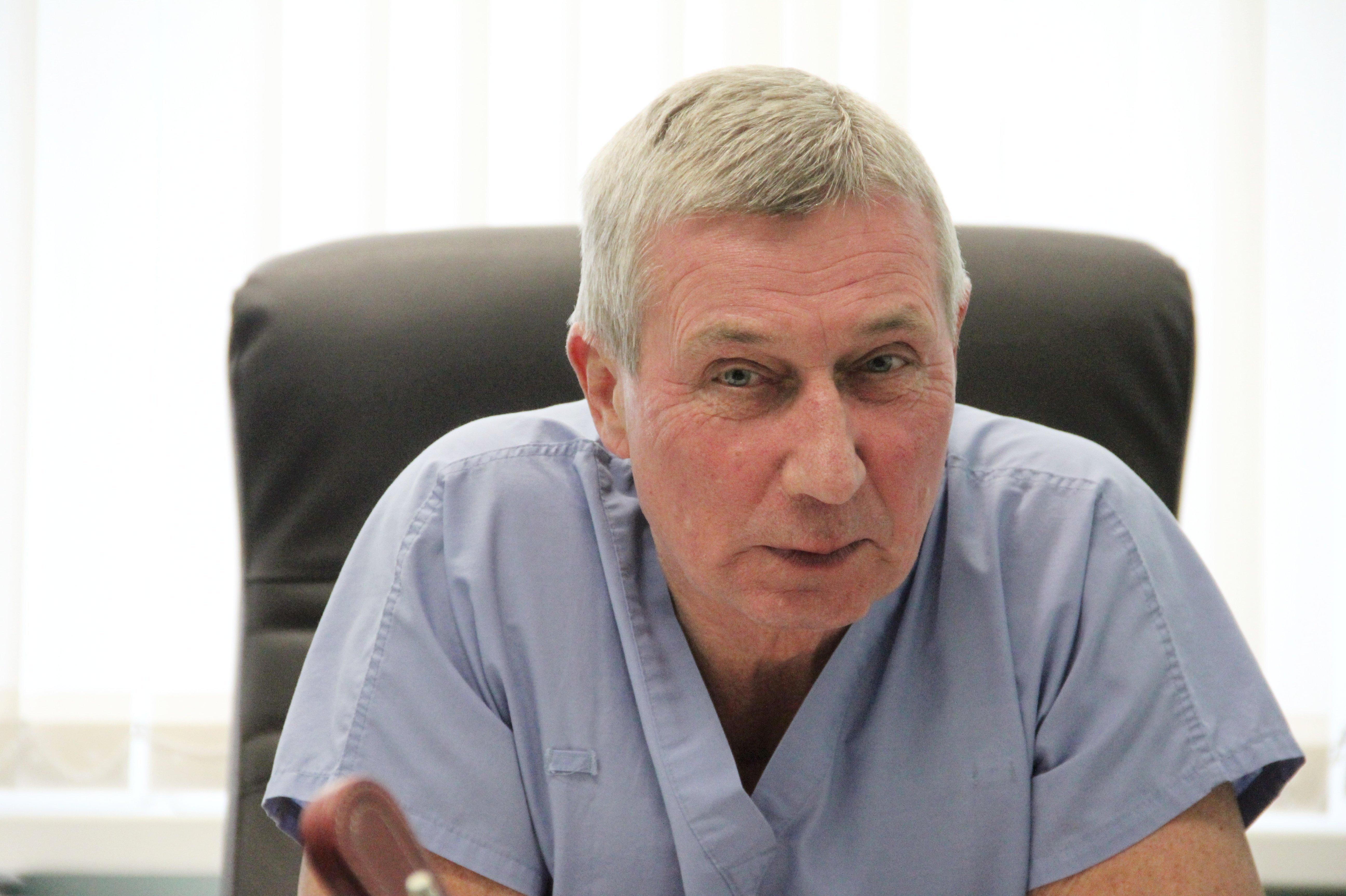 В 2009 году Островский впервые в Беларуси сделал пересадку сердца, сейчас ее делают уже 4 или 5 специалистов: хорошую смену вырастили, надежную - говорит он