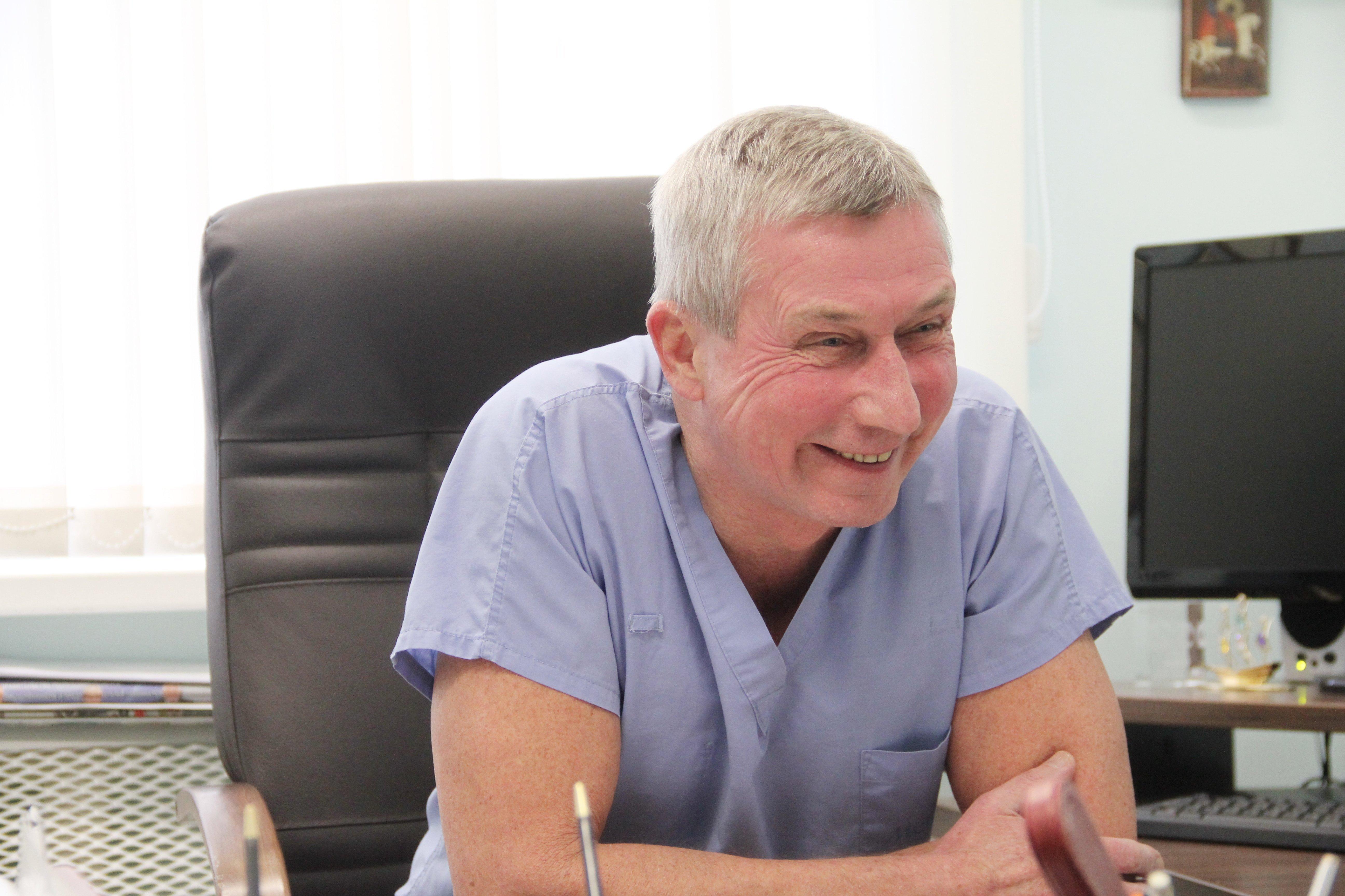 Кардиохирург Островкий признался, что самый любимый момент во всей работе - разбор полетов за чашкой чая после тяжелой и хорошо сделанной операции