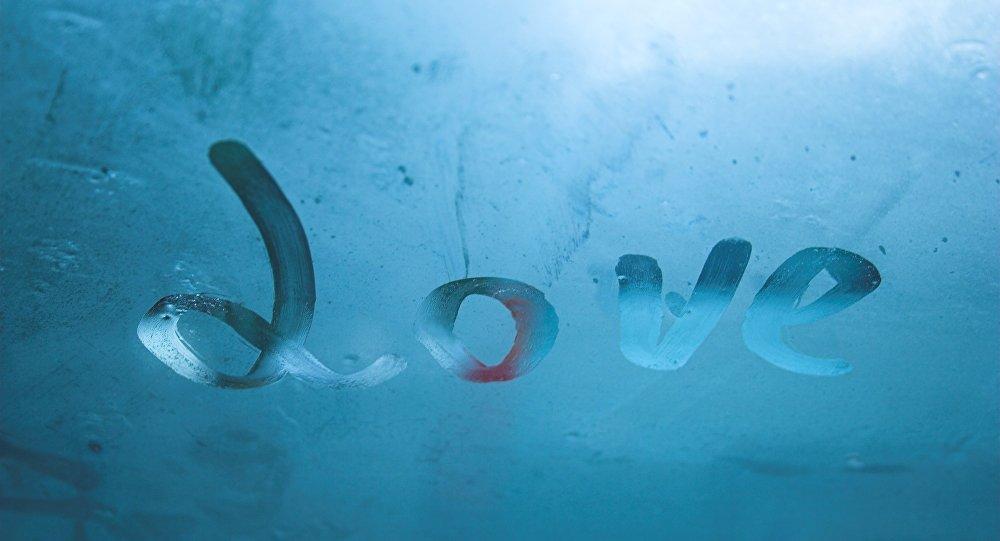 Надпись Любовь на стекле, архивное фото