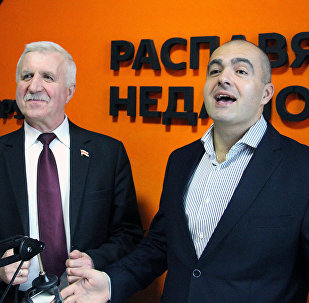 Григорий Костусев и Олег Гайдукевич в студии радио Sputnik Беларусь