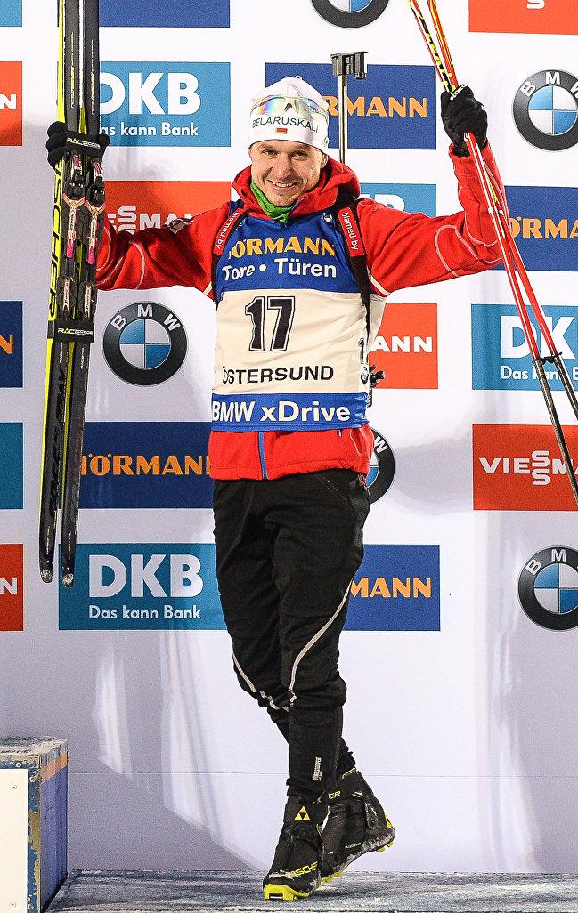 Белорусский биатлонист Владимир Чепелин, завоевавший бронзовую медаль на этапе Кубка мира в шведском Эстерсунде