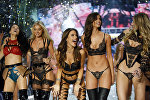 Показ Victoria's Secret Fashion Show 2016 в Париже