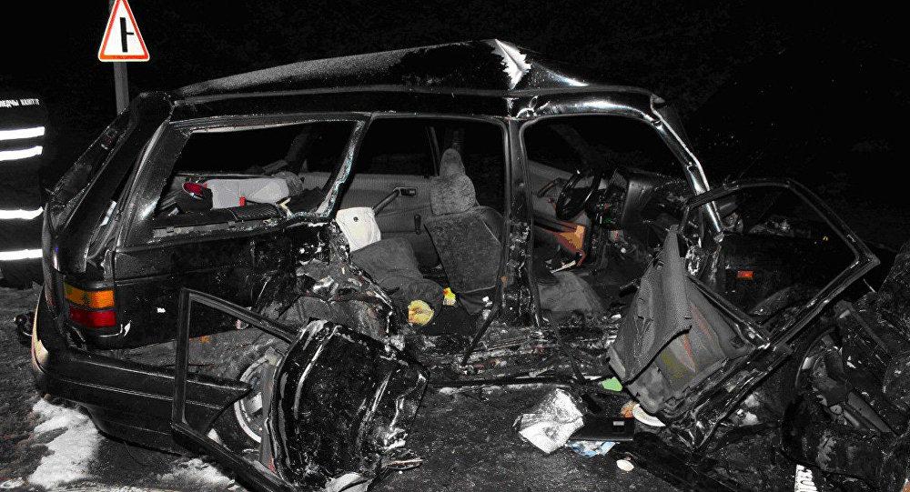 Два человека погибли при лобовом столкновении авто вДятловском районе