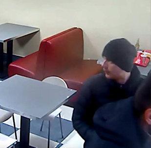 Милиция обнародовала видео кражи пива в привокзальном кафе Гродно