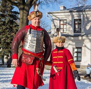 Богатые костюмы во времена Батория носили не только взрослые, но и дети шляхты