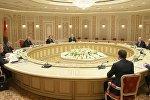 Переговоры президента Беларуси Александра Лукашенко с губернатором Иркутской области Сергеем Левченко