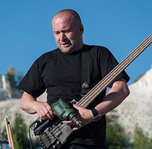 Лидер группы Drum Ecstasy Филипп Чмырь