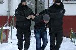 Подозреваемых в экстремизме задержали в Москве и Подмосковье. Кадры операции