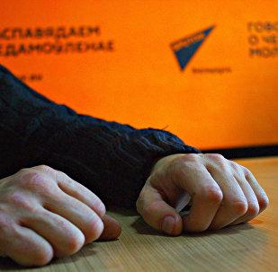Руки временно безработного жителя Минского района