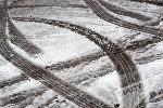 Заснеженная дорога, архивное фото