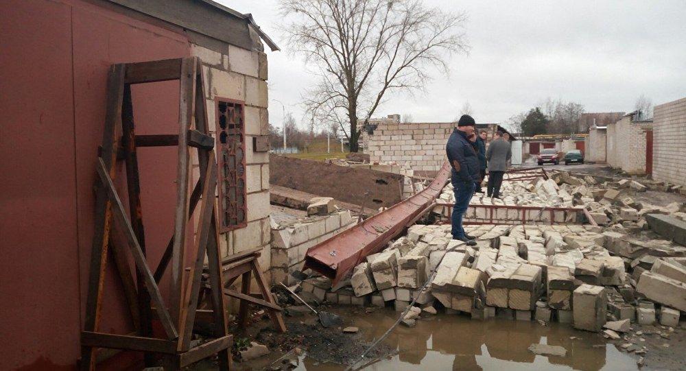МЧС: 4 гаража обрушились вБобруйске из-за ошибки крановщика