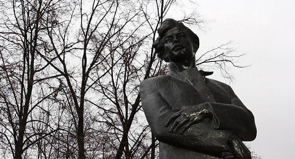 Помнік Максіму Багдановічу
