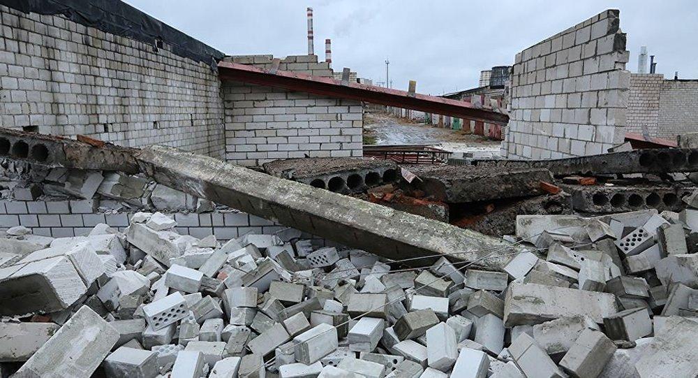 ВБобруйске повине крановщика разрушились 4 гаража