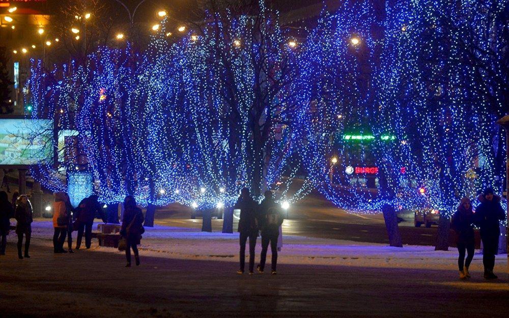 Навагоднія агні на праспекце Пераможцаў у Мінску