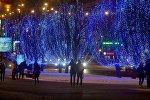 Новогодние огни на проспекте Победителей в Минске