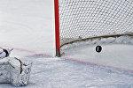 Хоккейная клюшка, коньки и шайба