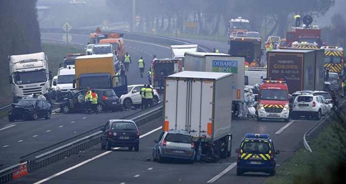 ВПеру 12 полицейских погибли при падении автобуса впропасть