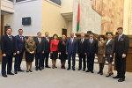 Депутаты после закрытия сессии сфотографировались со спикером Андрейченко