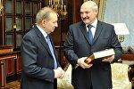 Президент Беларуси Александр Лукашенко 22 декабря провел встречу с экс-президентом Украины Леонидом Кучмой