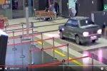 ВАЗ-2115 разъезжает по терминалу аэропорта Казань