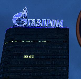 Лагатып кампаніі Газпрам на адміністрацыйным будынку ў Маскве