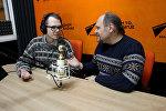 Корреспондент агентства Sputnik Беларусь Евгений Казарцев и ведущий радио Sputnik Беларусь Вячеслав Шарапов