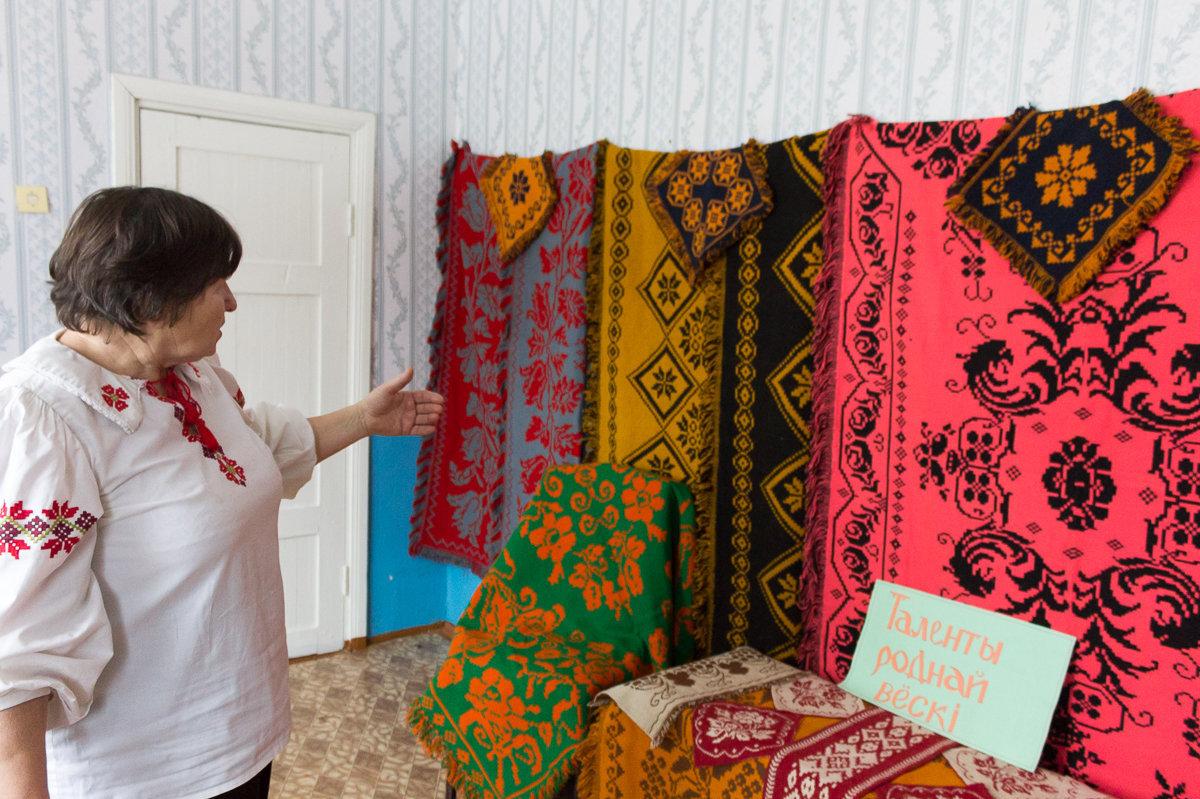В Центре культуры и ремесел деревни Каменюки хранятся покрывала Надежды Грицук