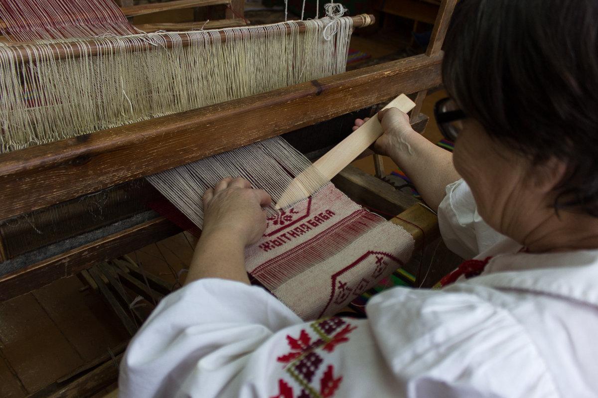 На покрывалах Марии Ивановны преобладают традиционные славянские мотивы