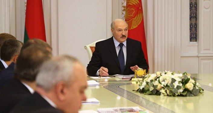 Лукашенко отунеядцах: «безработный— это будущий преступник»