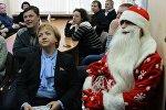 Генеральный секретарь Белорусского Общества Красного Креста Ольга Мычко и сотрудники БОКК вручили пациентам Открытого дома