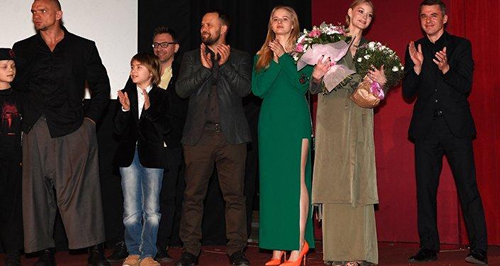 Акцёры Ігар Пятрэнка, Святлана Ходчанкава, Аляксандра Борціч і Кірыл Плятнёў (справа налева) на прэм'еры фільма Андрэя Краўчука Вікінг