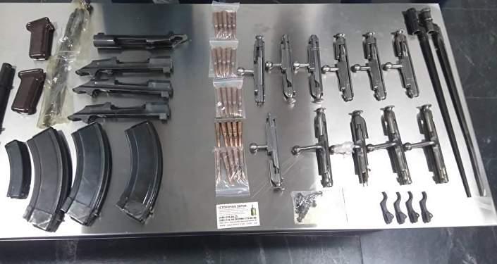 Изъятые таможенниками части стрелкового оружия