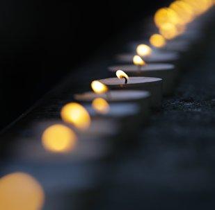 Свечи у здания Академического ансамбля песни и пляски Российской армии имени Александрова