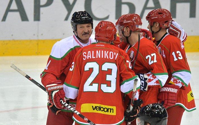 Хоккеисты швейцарии обыграли команду балкан на рождественском турнире в минске