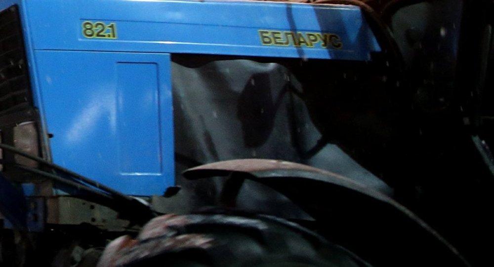 ВГомельской области умер пассажир трактора, выпавший изкабины