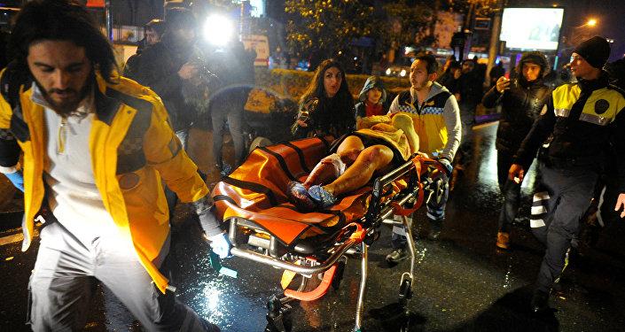 Работа скорой помощи на месте теракта в Стамбуле