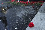 Цветы на месте теракта в Стамбуле
