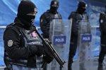 Полицейские на месте теракта в Стамбуле